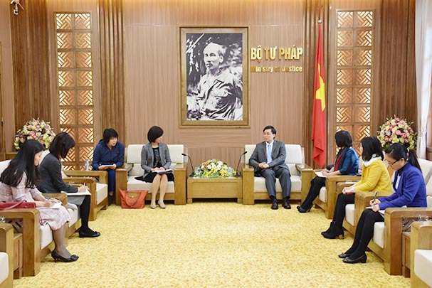 Vice Minister Nguyen Khanh Ngoc receiving Chief Consultant of JICA Project in Viet Nam