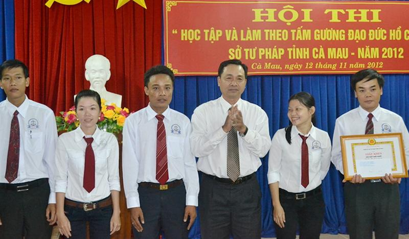 "Ca Mau hosted the contest ""Study and follow Ho Chi Minh's moral example"""