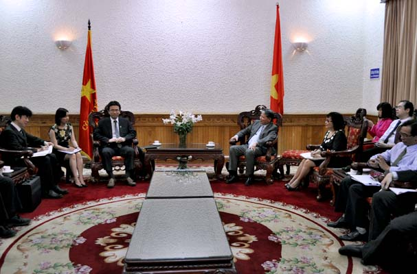 Minister Ha Hung Cuong received Japanese lawyers